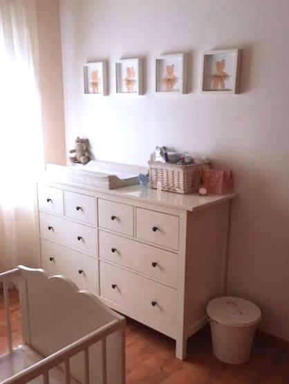 ideas para decorar habitaciones infantiles con cuadros ,siluetas , láminas enmarcadas y nombres