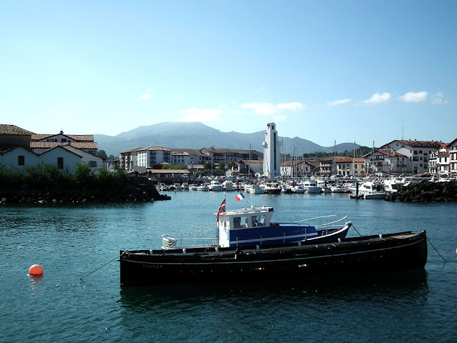 Saint Jean de Luz/Ciboure harbour, with the distinctive 1937 lighthouse in the centre.