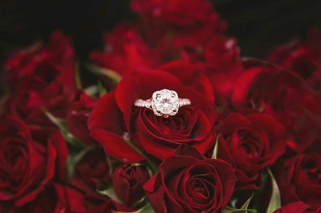 Czy dziewczyna może sama wybrać pierścionek zaręczynowy?
