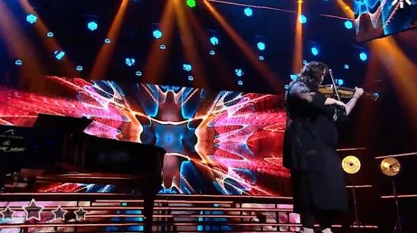 La violinista Lara Sansón se luce en Tierra de Talento con la presentación de 'La chusma selecta' de Martínez Ares
