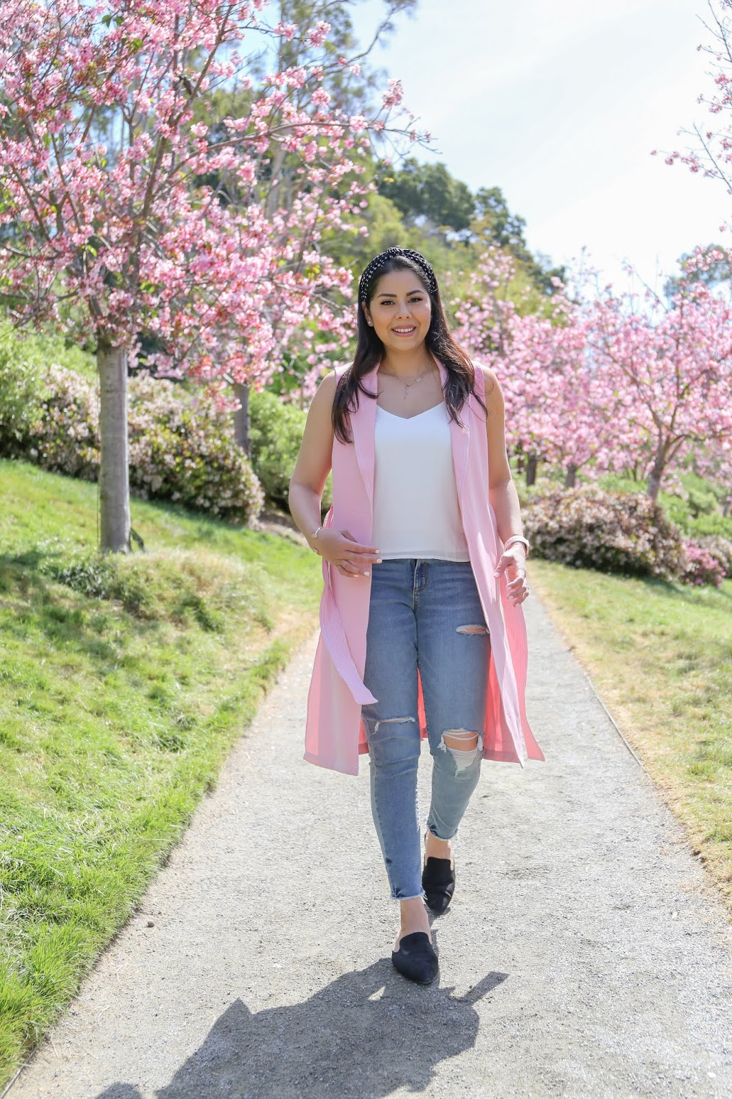 how to wear a pink long vest, pink long vest and jeans outfit