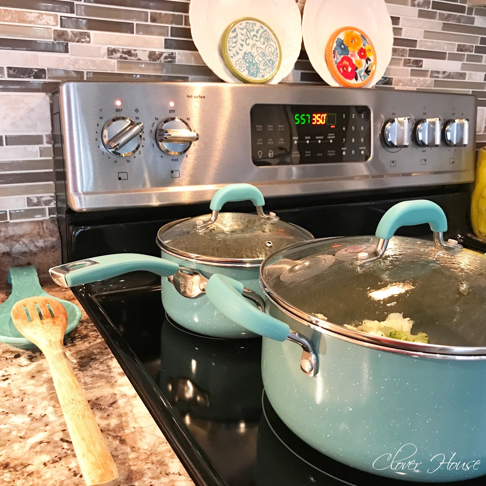 can you spot all the pioneer woman collection pieces in this picture i love the pots and pans set very nice to use - Pioneer Woman Kitchen