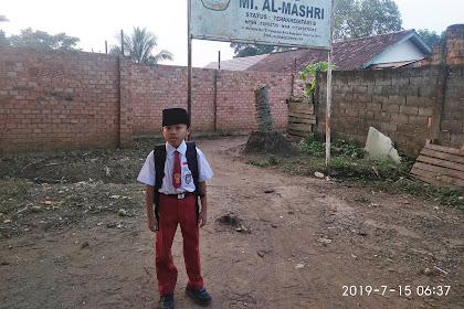 Hari pertama dedek Dil sekolah di MI Al-Mashri