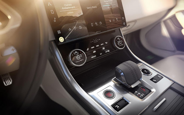 Jaguar XF ghi điểm bởi hàng loạt các tiện nghi hiện đại