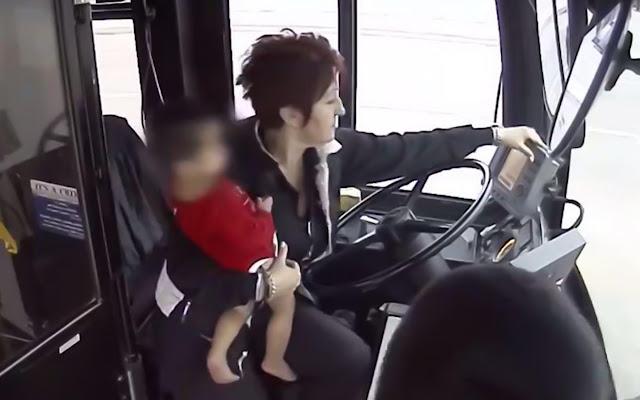 Водитель автобуса спасла блуждающего на морозе босого ребенка