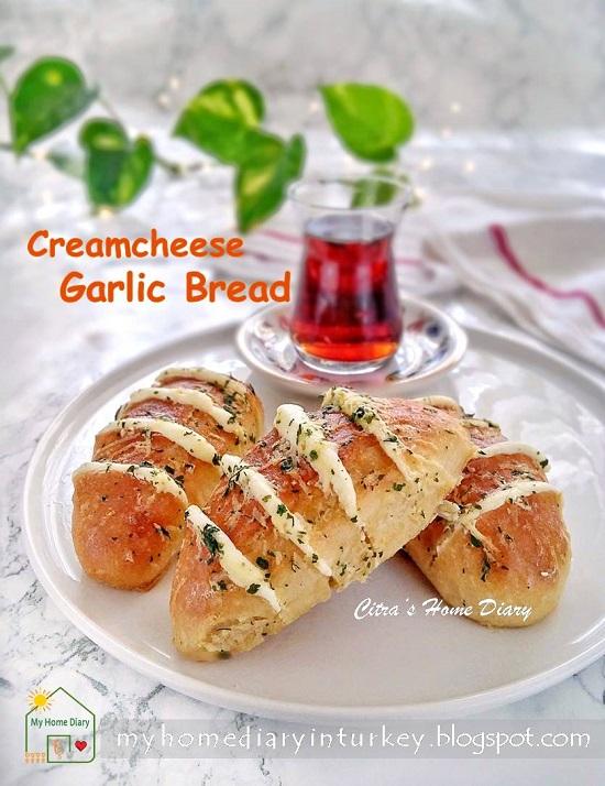 Hasselback Cream Cheese Bread   Çitra's Home Dairy. #hasselbackbread #creamcheesebread #koreangarlicbread #breakfastidea #brunch #asianbread