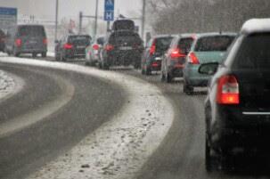 Tips Mengatasi Rasa Kantuk Saat Mengendarai Mobil