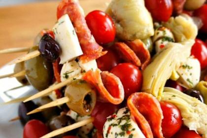 Antipasto Skewers: An Easy Party Food!
