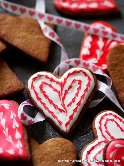 ciastka maślane , mąka orkiszowa , orkisz , słodkie serduszka , walentynki , słodki prezent , ciasto kruche , ciasto maślane , najlepsze przepisy , słodycze , domowe wypieki , moje wypieki , cukierenka