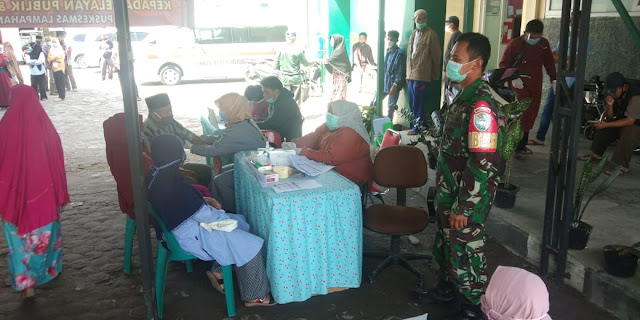 Babinsa Koramil 03/TG Pantau Vaksinasi Masal di wilayah Binaan