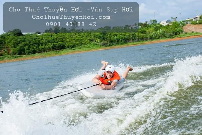 Thú vị chèo ván đứng trên sông Sài Gòn