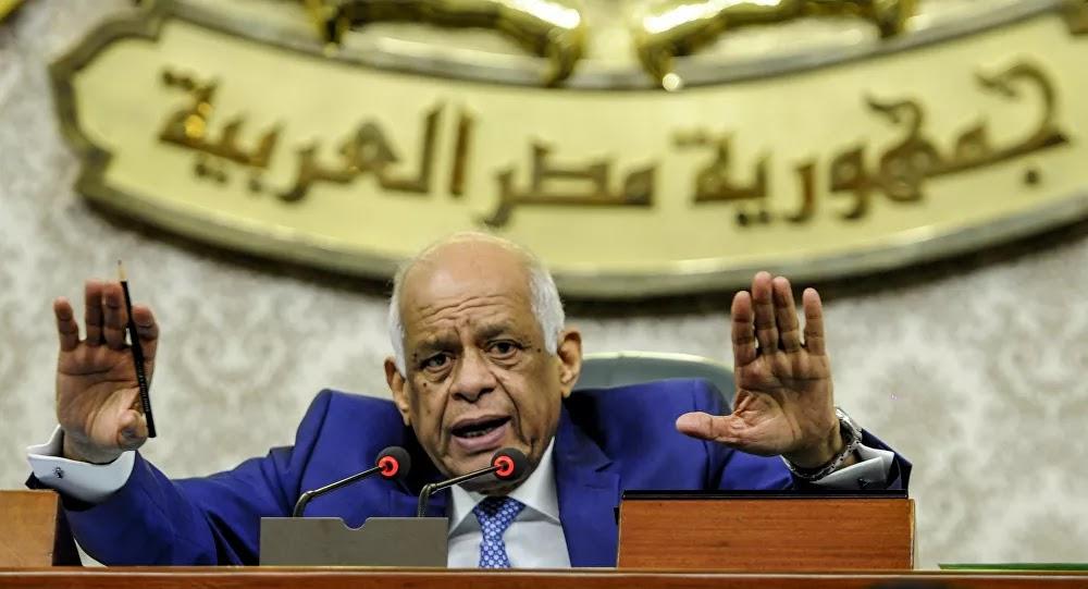 مشادة حادة داخل البرلمان المصري… ووزير يعتذر