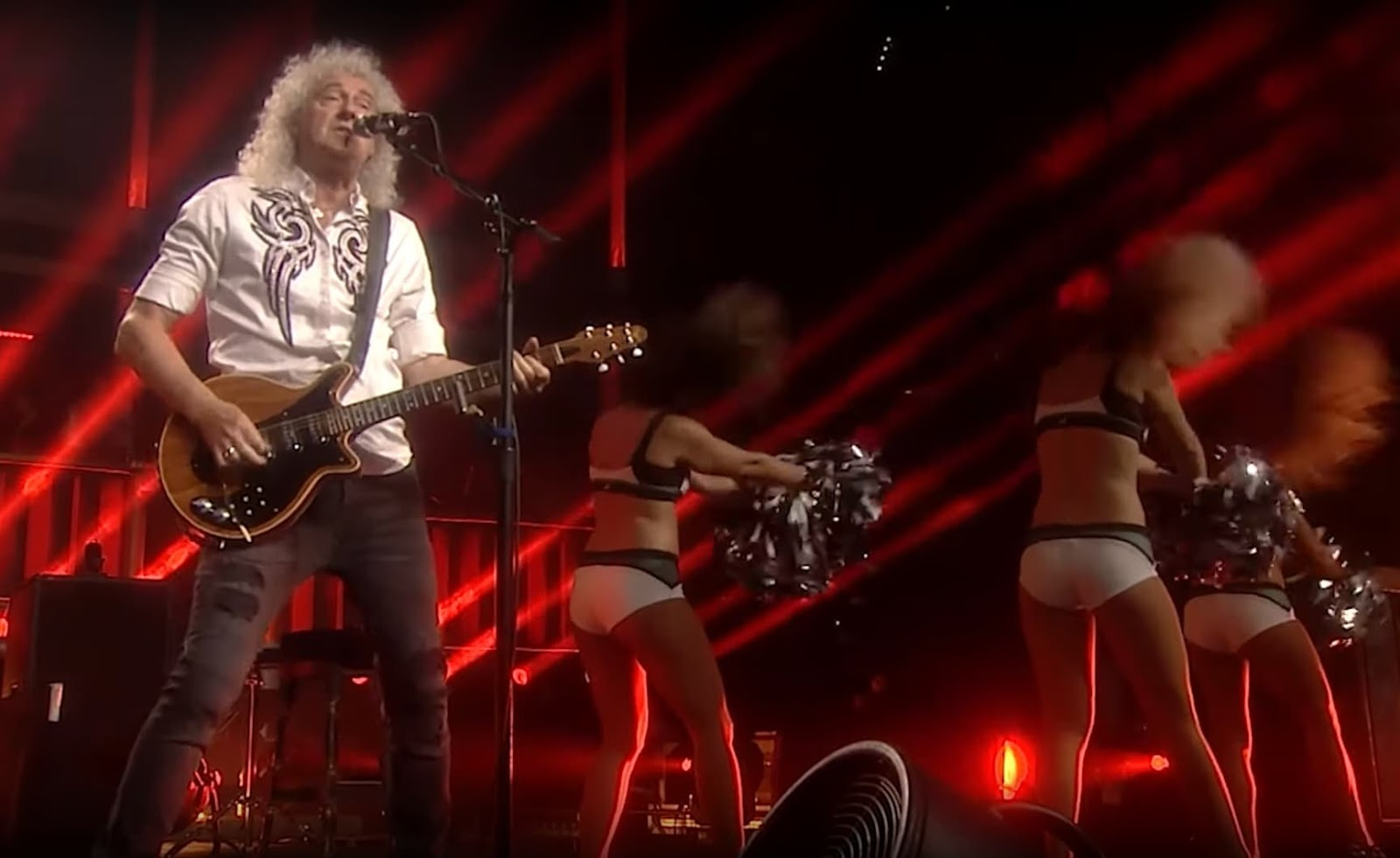 Queen + Adam Lambert mit Fat Bottomed Girls | Live mit den Philadelphia Eagles Cheerleadern 😂