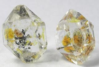 diamantes com inclusão de petróleo