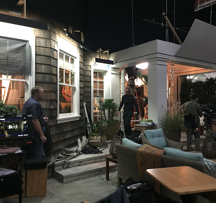 my grace frankie set visit streamteam the chronicles of a chicago mom. Black Bedroom Furniture Sets. Home Design Ideas