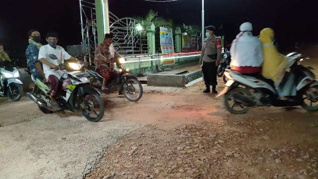 Pengamanan Salat Tarawih,Polsek Sematu Jaya Pastikan Penertapan Prokes