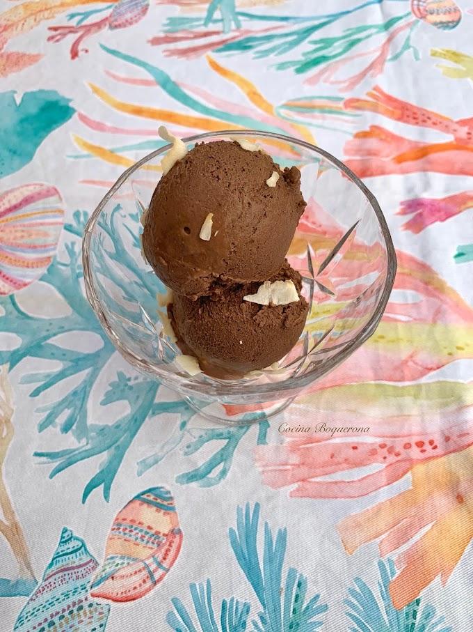 Helado de chocolate y mantequilla de cacahuete