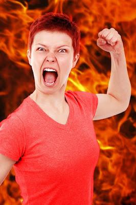 perbedaan dan penggunaan mad dan angry