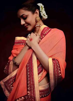 Kajal Agarwal Hot Saree Images