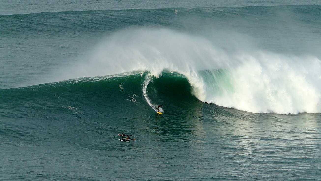 surf menakoz diciembre 2015 olas grandes 19