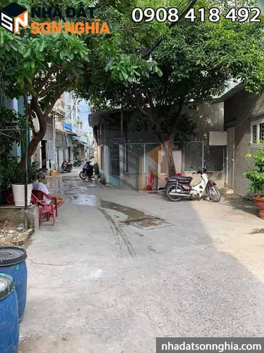 Hẻm thông ra đường lớn Phạm Văn Bạch