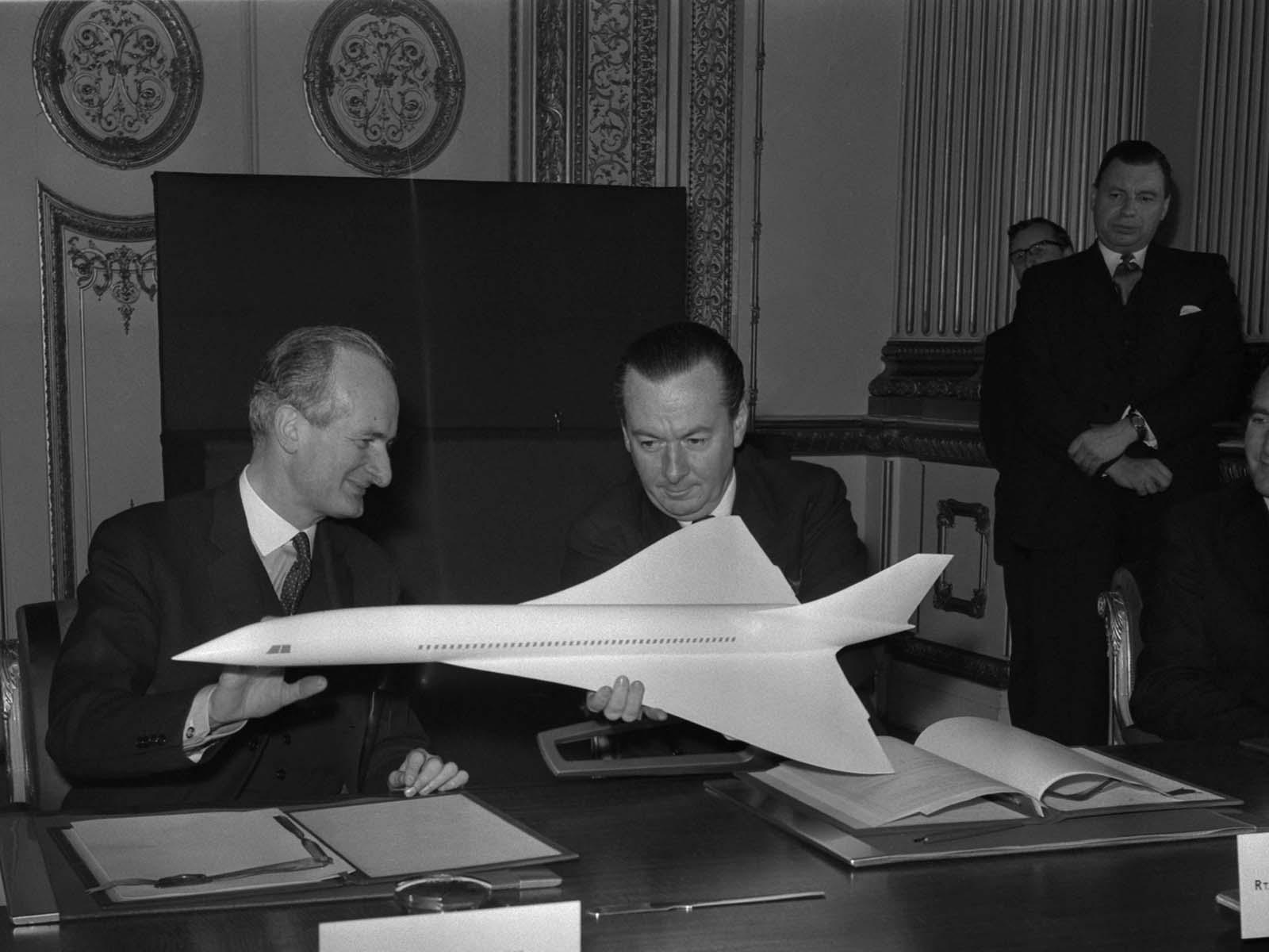 1962. november 29-én Franciaország és Nagy-Britannia kormánya megegyezéses megállapodást írt alá egy szuperszonikus sugárhajtású repülőgép felépítéséről, innen származik a repülőgép neve: Concorde.