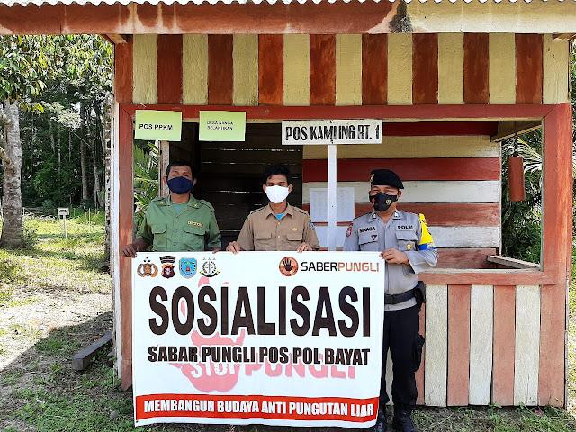 Bhabinkamtibmas Sosialisasikan Saber Pungli Di Desa Nanga Belantikan