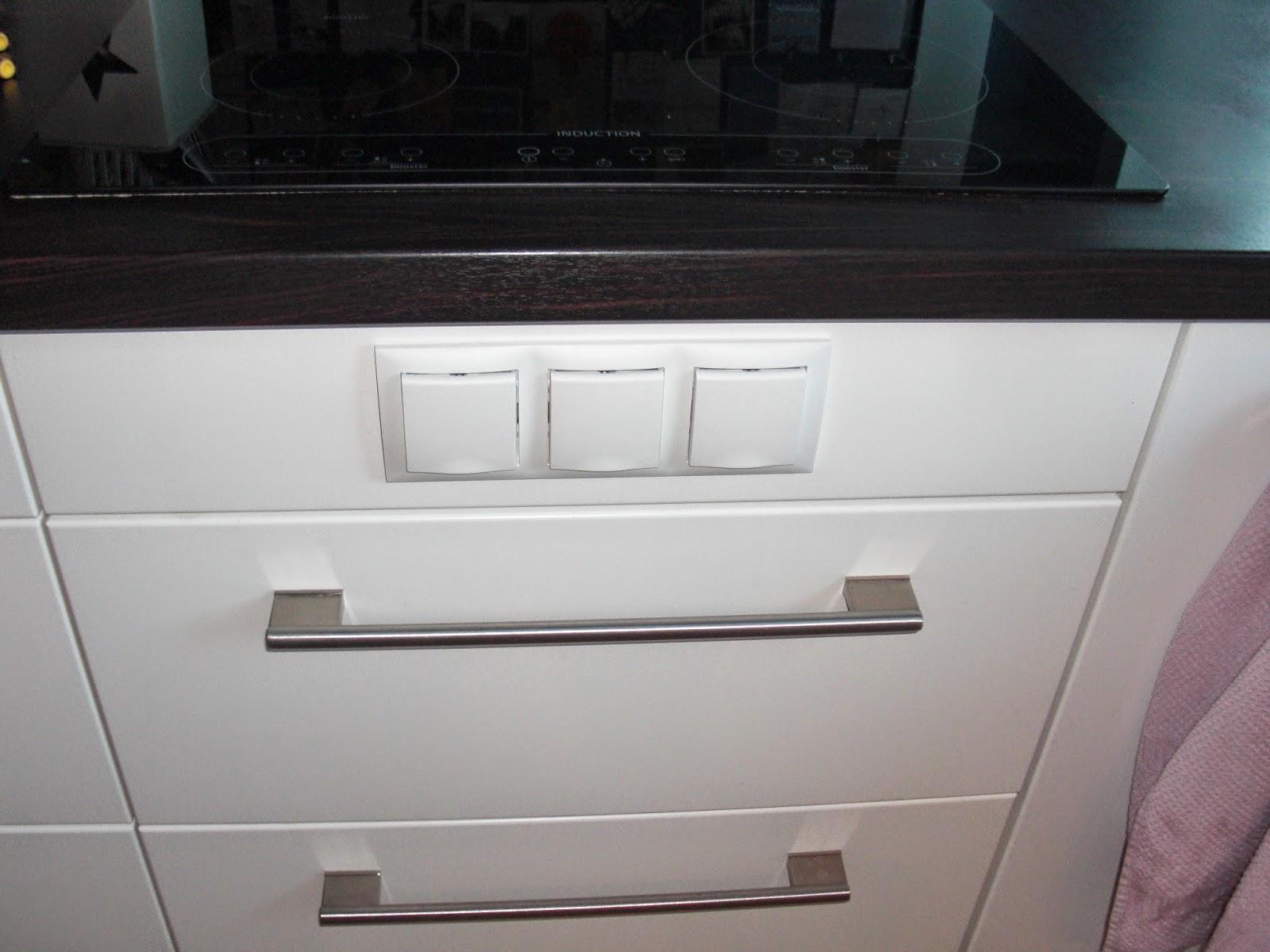 steckdosen verlegen k che ikea unterbauleuchten k che siemens spritzschutz eigenes foto. Black Bedroom Furniture Sets. Home Design Ideas