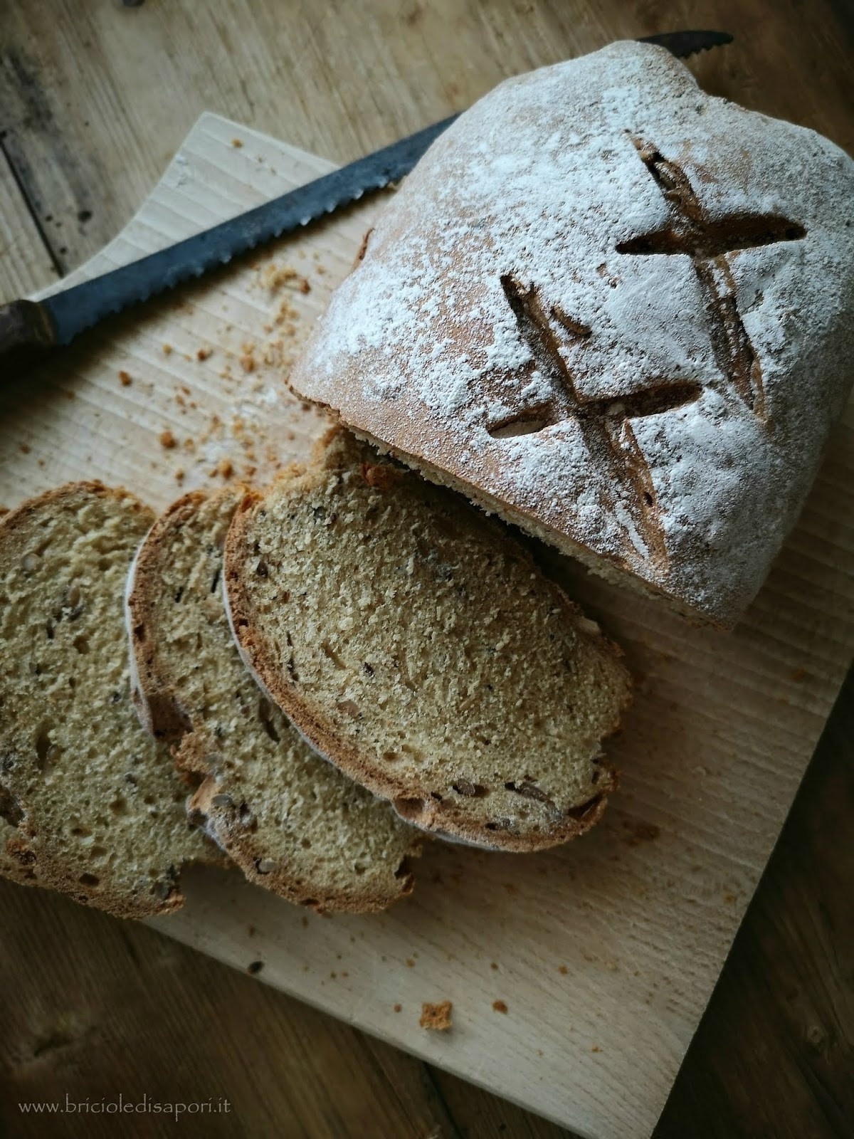 pane con farina di nocciole e semi misti