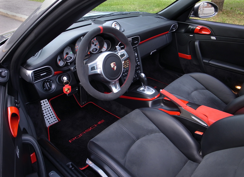 2009 4s Pdk Black Leather With Some Red Alcantara