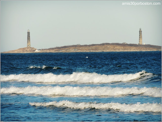 Vistas de los Faros Gemelos de Rockport desde el Good Harbor Beach, Gloucester