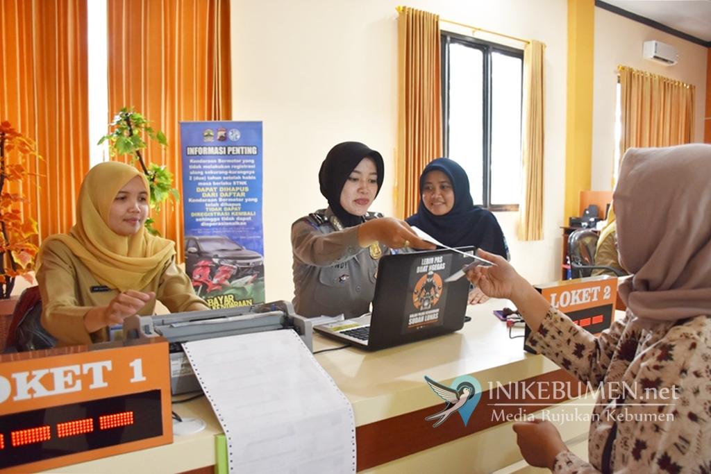 Hari Pertama Ujicoba, Layanan Samsat di MPP Kebumen Langsung Diserbu Wajib Pajak