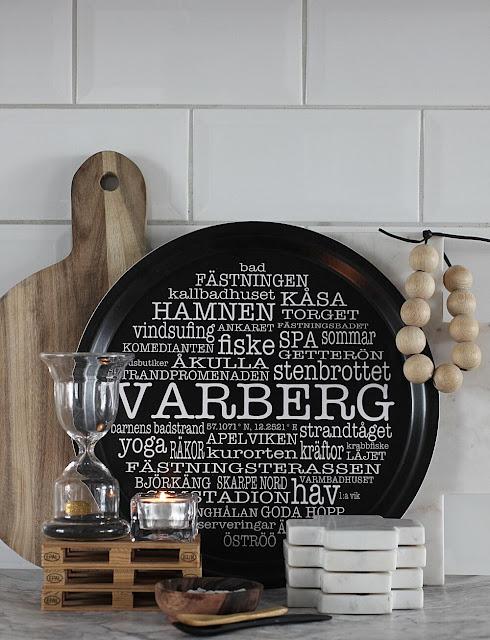 annelies design, webbutik, webbutiker, kök, köket, ljuslyktor, timglas, ljuslykta, bricka, brickor, varberg, ord, svartvit, svartvitt, present, presenttips, glasunderlägg, marmor, underlägg