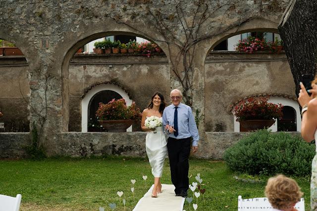 Bride at giardini di Principessa Di Piemonte Ravello