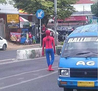 Spiderman Indonesia tugasnya mengatur lalu lintas