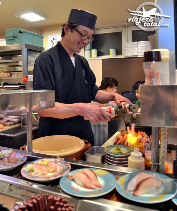 El cocinero de un Kaitenzushi - Sushi go round - Japón
