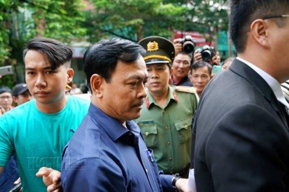 Tòa án xét xử Nguyễn Hữu Linh tội dâm ô 6