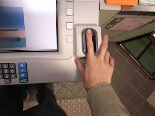 Cajero automático con lector biométrico de venas