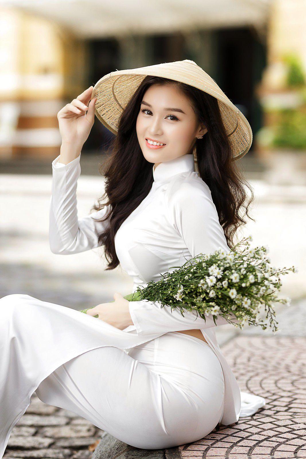 Ngắm bộ ảnh hoa khôi Phương Đoan đẹp hú hồn trong tà áo dài trắng thướt tha 9
