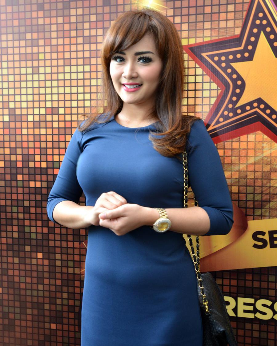 Vega Darwati busung dada indah dan manis seksi