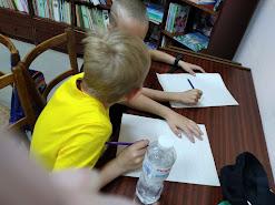 Мальчики рисуют школьный лагерь Усмішка бібліотека-філія №4 М.Дніпро