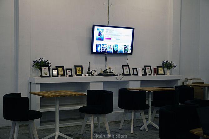 Ruangan di Kedai Mathonos Coffee Jogja