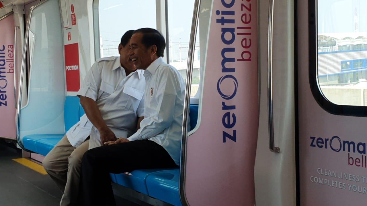 "Prabowo ""Bergandengan Mesra"" dengan Jokowi"