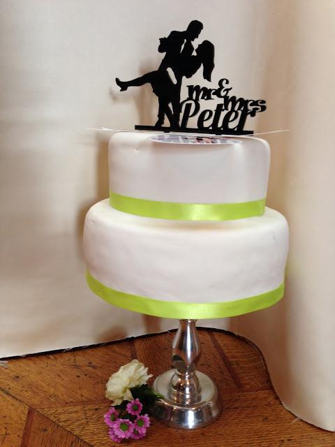 http://de.dawanda.com/product/106533227-cake-topper-nach-deinem-foto-als-vorlage