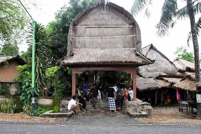 Rumah Asli Suku Sasak
