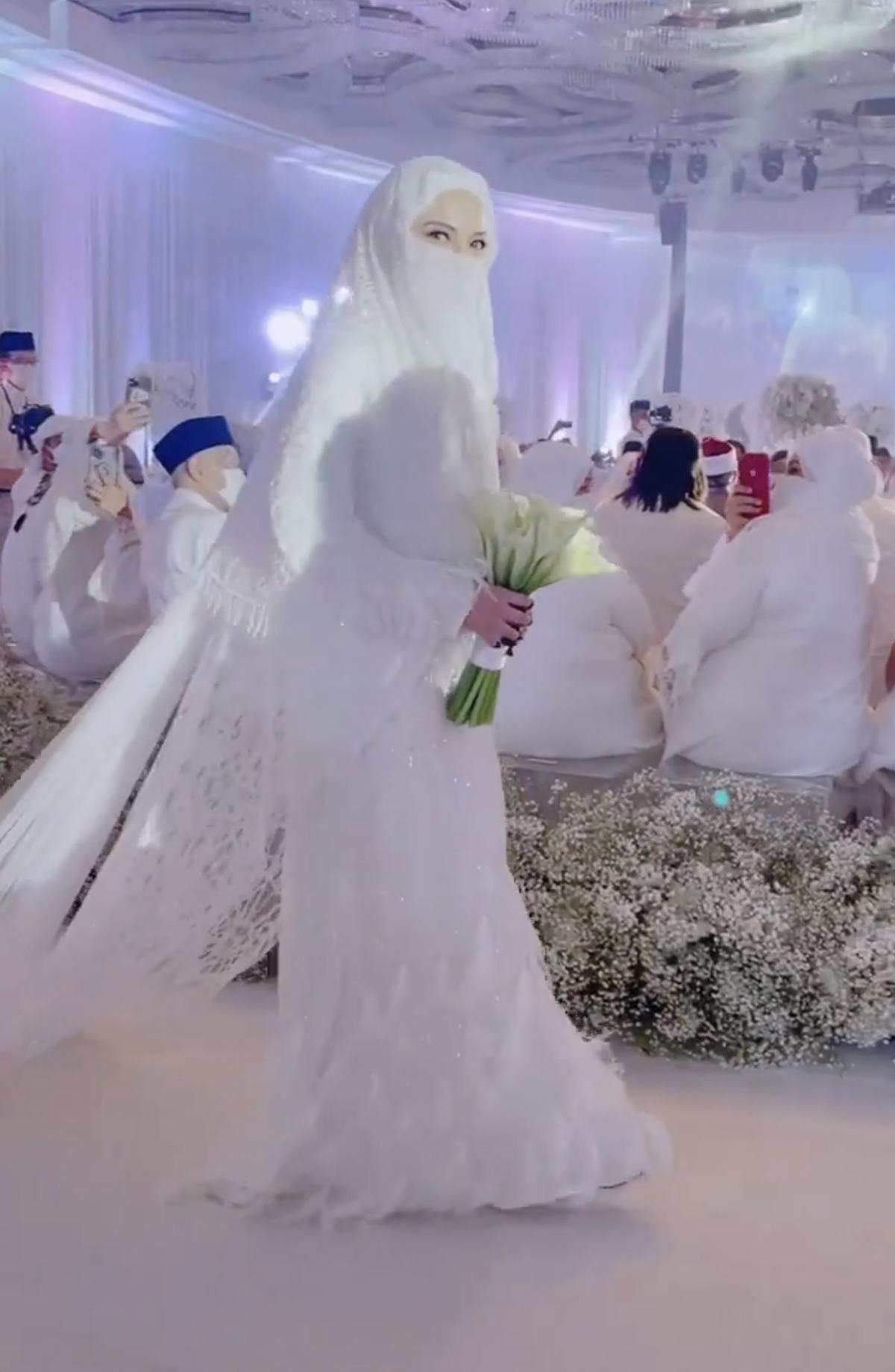 Baju pengantin Neelofa