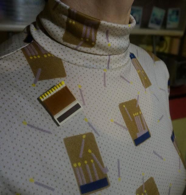 matchbox brooch / broche boite d allumettes vintage