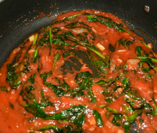 spinach in tomato sauce