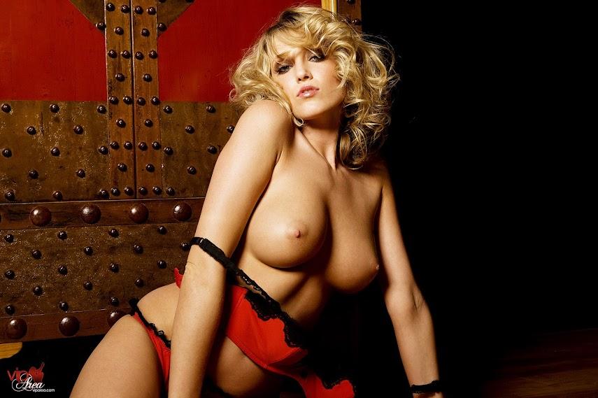 viparea 2014.12.02 - Carli Banks - Wicked Wardrobe x60 1333x2000