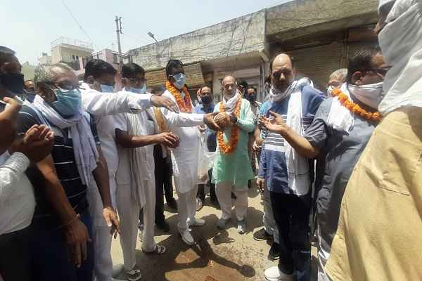 minister-moolchand-sharma-started-sewerage-line-cleaning-work
